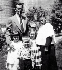 Ed with Lynn, Eddie, Peggy, and Jim in the backyard of 158 Elm Street, 1954. Courtesy Peggy Nicholas.