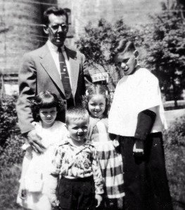 Ed with Lynn, Eddie, Peggy, and Jim in the backyard of 158 Elm Street, 1954. Courtesy Peggy Nicholas.