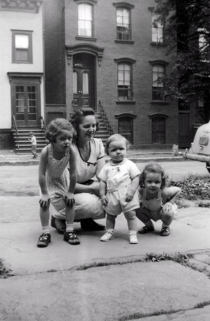 Dorothy Nichols with Lynn, Eddie, and Peggy. Courtesy Peggy Nichols.
