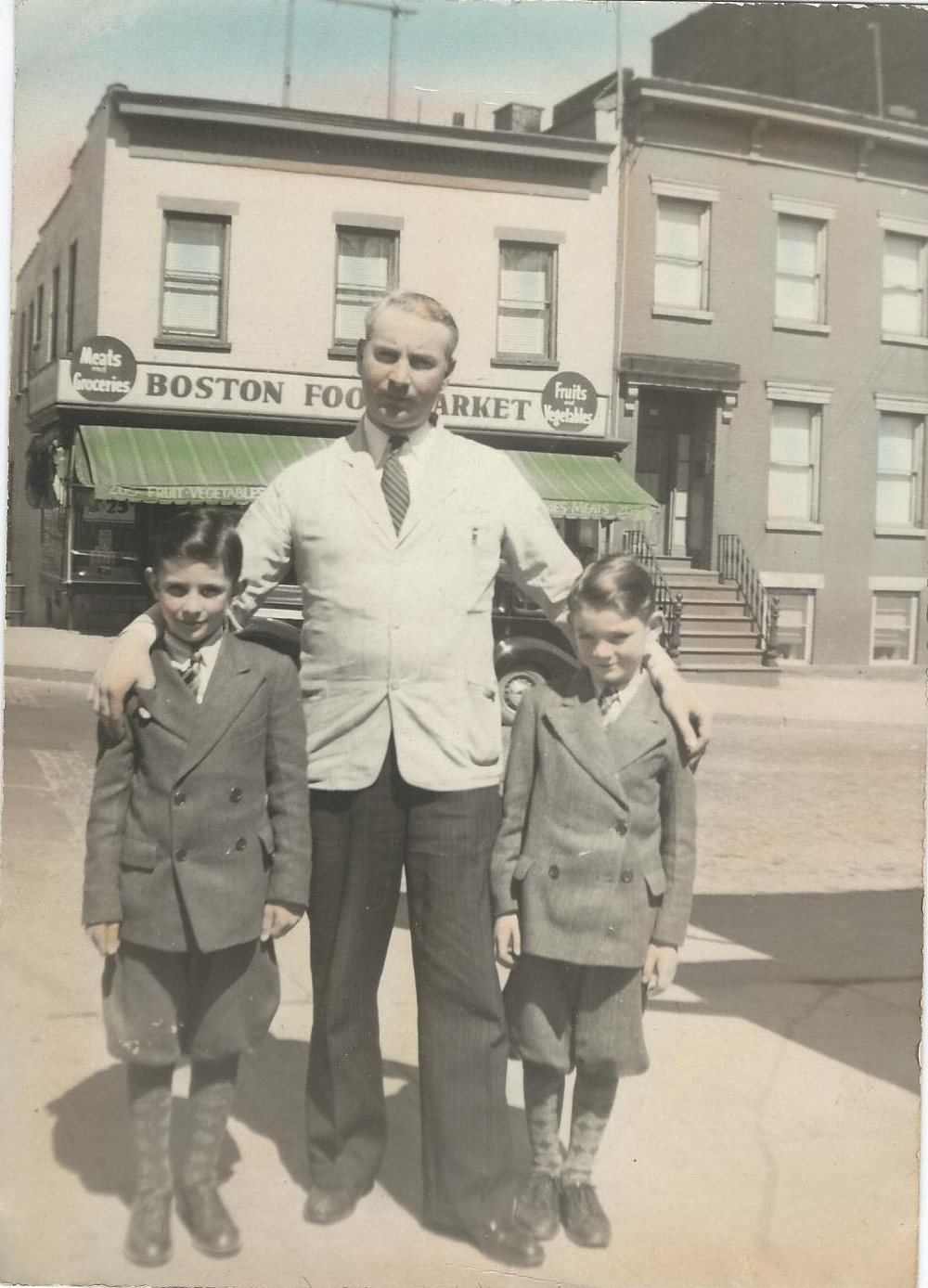 Kenneth with his sons Jim and Kenny, ca. 1940. Courtesy Mary Jane Hunter Kretzler.